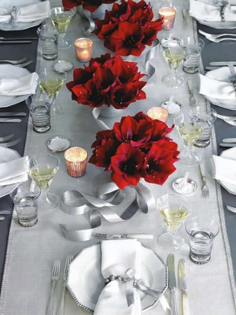 Table with Amaryllis - Pinktogreenblog.com